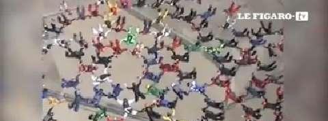 202 parachutistes battent un record du monde