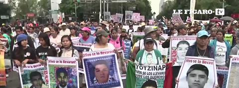 Mexique : des milliers de manifestants en hommage aux 43 étudiants disparus l'année dernière