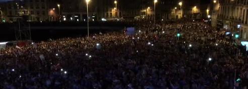 L'Aviron Bayonnais remonte en top 14, la ville entonne un magnifique chant basque