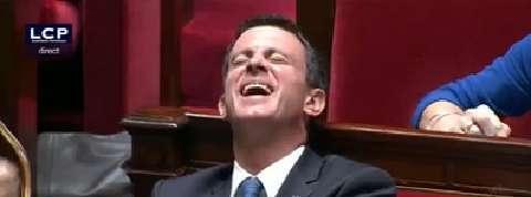 Le fou rire de Valls à l'Assemblée après une question sur Macron