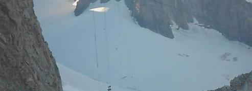 Les images du sauvetage du téléphérique bloqué dans le Mont-Blanc