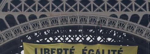 Greenpeace déploie une banderole anti-FN à la tour Eiffel