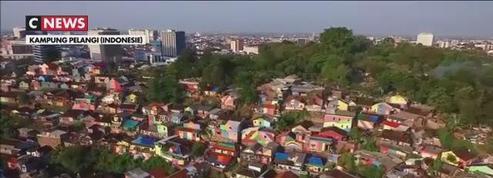 Indonésie : le bidonville arc-en-ciel, nouvelle attraction touristique