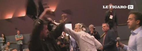 Bernard-Henry Lévy se fait entarter lors d'une conférence à Belgrade