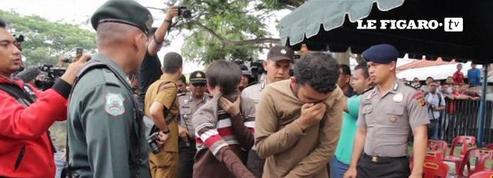 Deux Indonésiens battus en public pour homosexualité