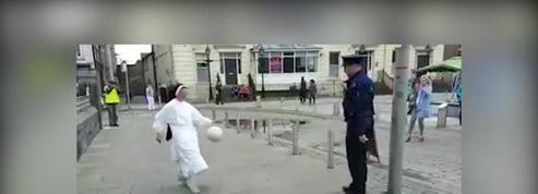 Avez-vous déjà vu une bonne soeur jongler avec un policier ?