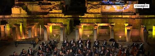 Un chien s'invite sur scène lors d'une représentation de l'Orchestre de Vienne