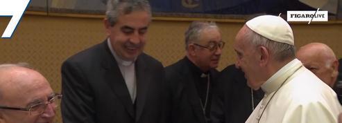 Pédophilie: 34 évêques chiliens présentent leur démission au pape