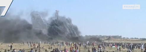 Des Palestiniens manifestent à la frontière entre Gaza et Israël