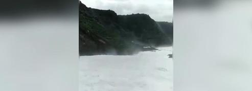 Canaries : une vague spectaculaire emporte un balcon