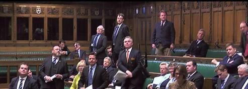 Brexit : Theresa May vivement critiquée par son parti au Parlement britannique