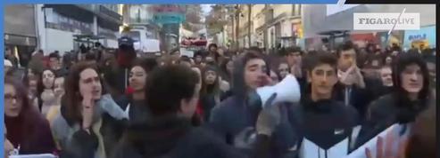 Des centaines de lycéens manifestent dans les rues de Marseille