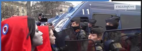Cinq femmes grimées en «Marianne» sur les Champs-Élysées