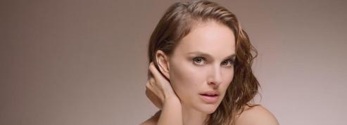 Natalie Portman, sensuelle dans la campagne du fond de teint Forever