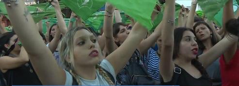 Argentine : des milliers de «foulards verts» manifestent pour l'avortement