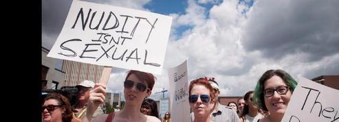 Au Canada, manifestation topless pour le droit des femmes d'aller seins nus