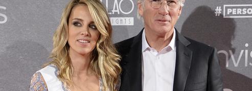 Richard Gere présente sa nouvelle petite amie, 34 ans plus jeune que lui