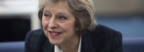 Theresa May et son pantalon en cuir divisent le Royaume-Uni