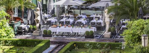 Sur les toits, en jardin, dans des palaces... Les vingt meilleures terrasses parisiennes de la saison
