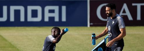 Coupe du monde 2018 : les Bleus s'entraînent dans la bonne humeur