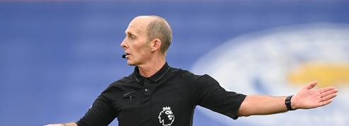 L'arbitre anglais menacé de mort va retrouver les terrains samedi