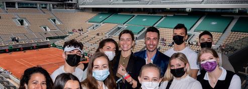 La danseuse Fauve Hautot booste les étudiants invités à Roland-Garros