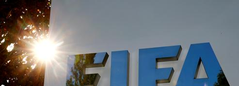 Le médecin en chef de la FIFA recommande d'avertir les joueurs d'un carton jaune s'ils crachent