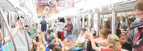 Au Japon, les supporters du XV de France choquent avec un « Paquito » dans le métro