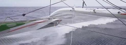 Brest Atlantiques: ça se corse pour Sodebo amputé de l'arrière de son flotteur