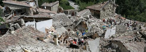 Italie : au moins 120 morts dans un violent séisme