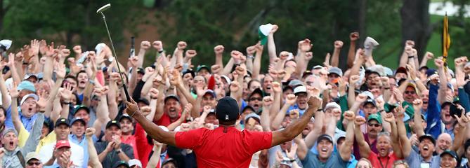 Le triomphe de Tiger Woods, champion hors normes