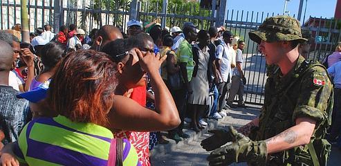 Les rescapés du séisme fuient toujours Haïti