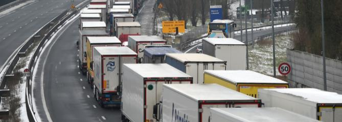 Le gouvernement travaille sur une vignette pour les camions étrangers