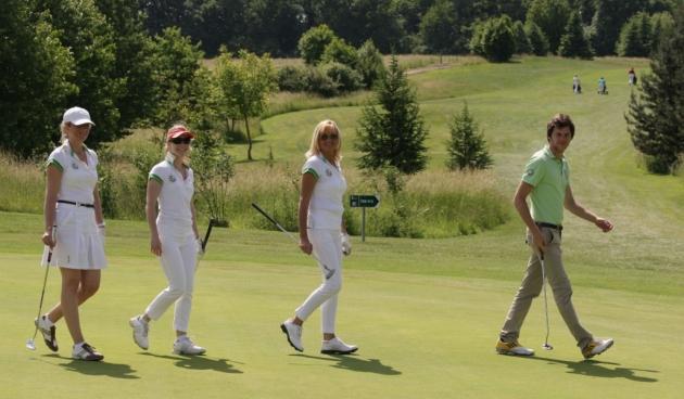 Premiers pas en pro-am  pour Valértie Netzer, Sandrine Henzien et  Audrey Lang, accompagnées de Raphaël Dubut (Karin Dilthey).