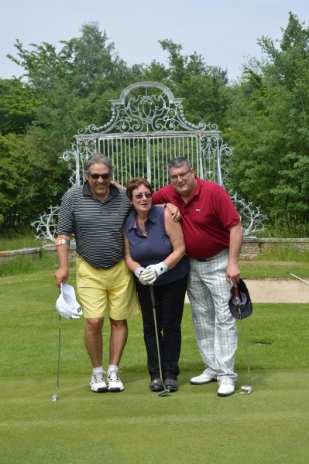 La joyeuse équipe du Green Keeper Raymond Morand, avec Martine Taquoi et Didier Cocheteau !
