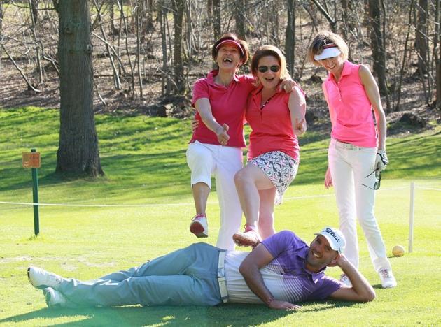 En marge de la compétition, l'ambiance est aussi décontractée… Comme dans l'équipe du Paris International Golf Club emmenée par Lewis Wallace (Karin Dilthey).