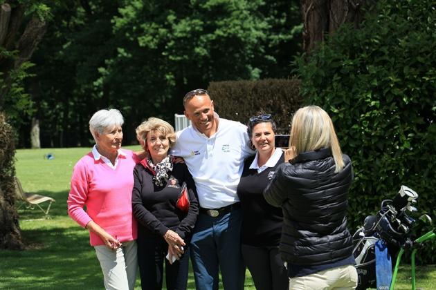 Photo de famille pour Janick Alidor, Caroline Duty, Pauline Riera et Mme Berret (Karin Dilthey).