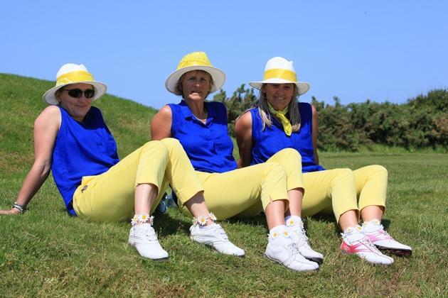 Jolie tenue d'équipe pour Pascale Calvar, Aude Le Cornec  et Béatrice Pouet de Nantes Vigneux (Karin Dilthey).