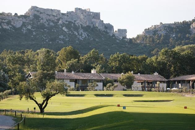Un panorama de rêve au Golf de Manville, le Château des Baux de Provence (Karin Dilthey)