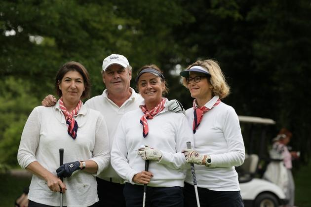 Des fidèles, Thierry Vandooren, Martine Devaulx de Chambord, Delphine de Meezemaker et Luisa Mota de Campos (Karin Dilthey).