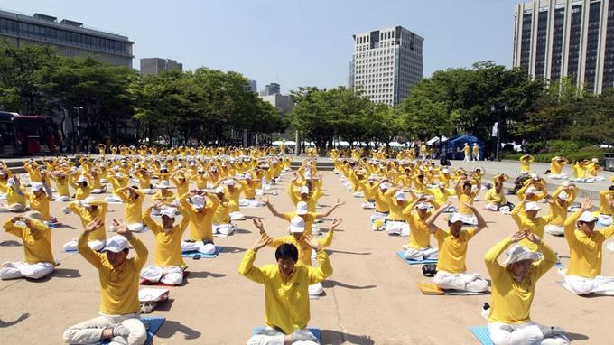 Des pratiquants du Falun Gong réunis à Séoul en Corée du Sud où ils ne sont pas persécutés.