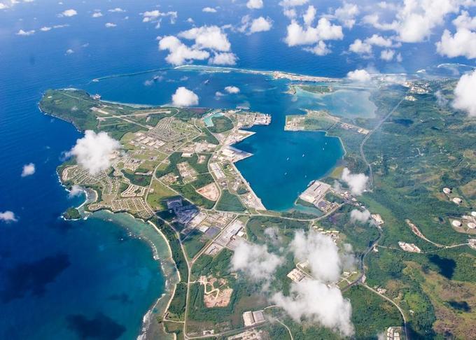 Vue aérienne de la base américaine de Guam, menacée ce mercredi par la Corée du Nord (photo prise en septembre 2006).
