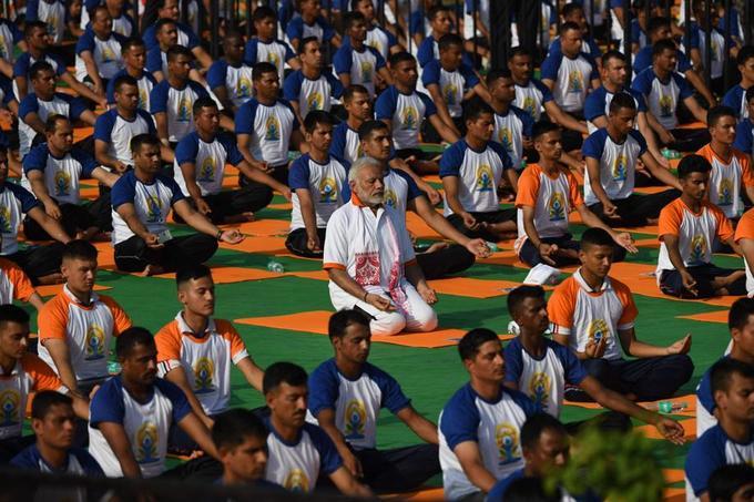 Le premier ministre Indien Narendra Modi, au centre