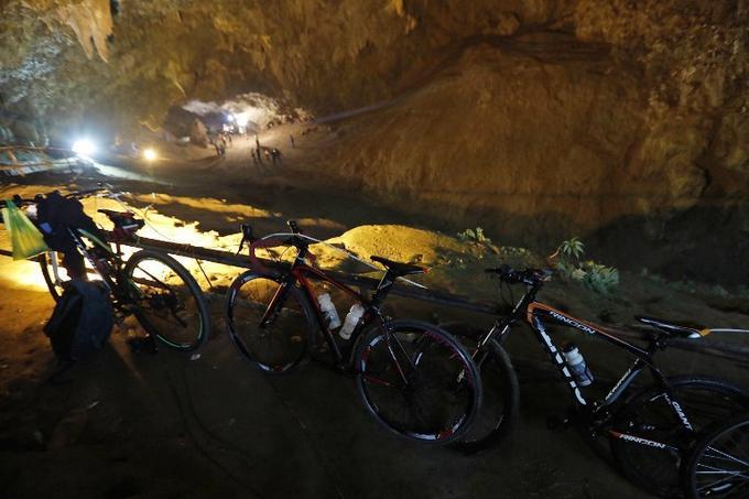 Les vélos des enfants retrouvés à l'entrée de la grotte
