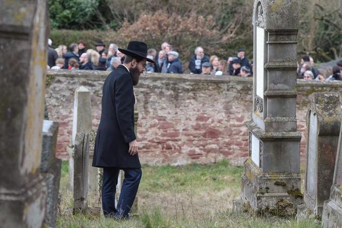 Le grand-rabbin de Strasbourg Harold Abraham Weill durant le rassemblement de ce dimanche.