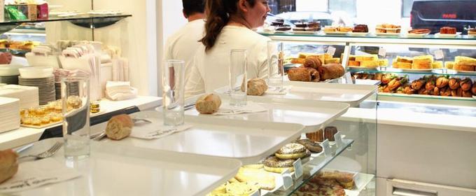 Lire la critique : Café blanc Courrèges