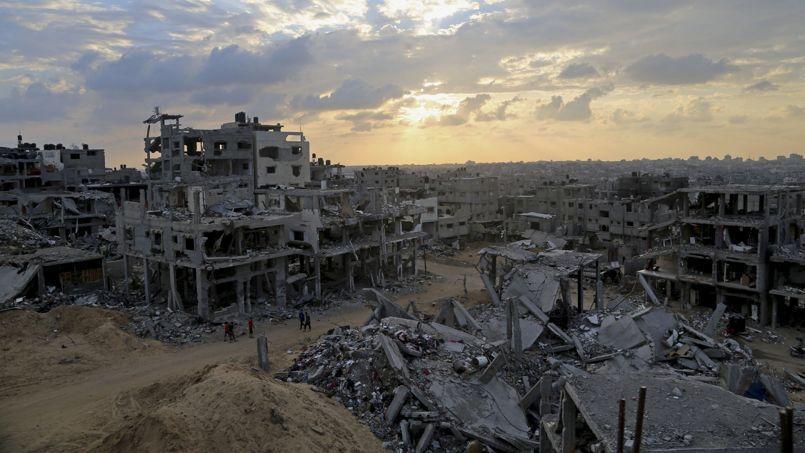 La communauté internationale a promis dimanche au Caire 5,4 milliards de dollars d'aide à la bande de Gaza dévastée par 50 jours de guerre .