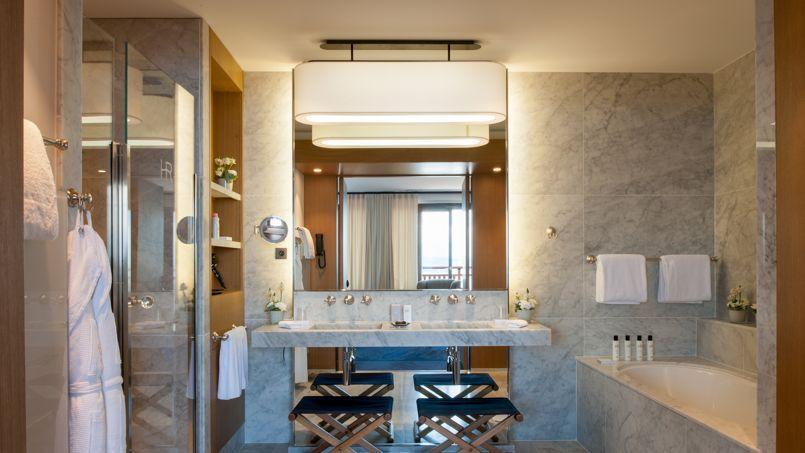 l 39 h tel royal evian une r novation de tr s bon go t. Black Bedroom Furniture Sets. Home Design Ideas