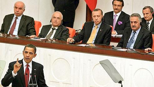 Barack Obama lundi devant le Parlement turc. (Adem Altan / AFP)