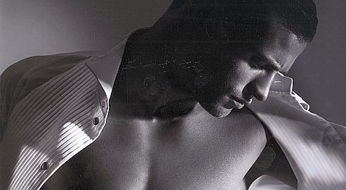 On ne parle pas aux hommes de mincir mais de « sculpter » leur corps (ici le mannequin du parfum Attitude Extrême de Giorgio Armani).